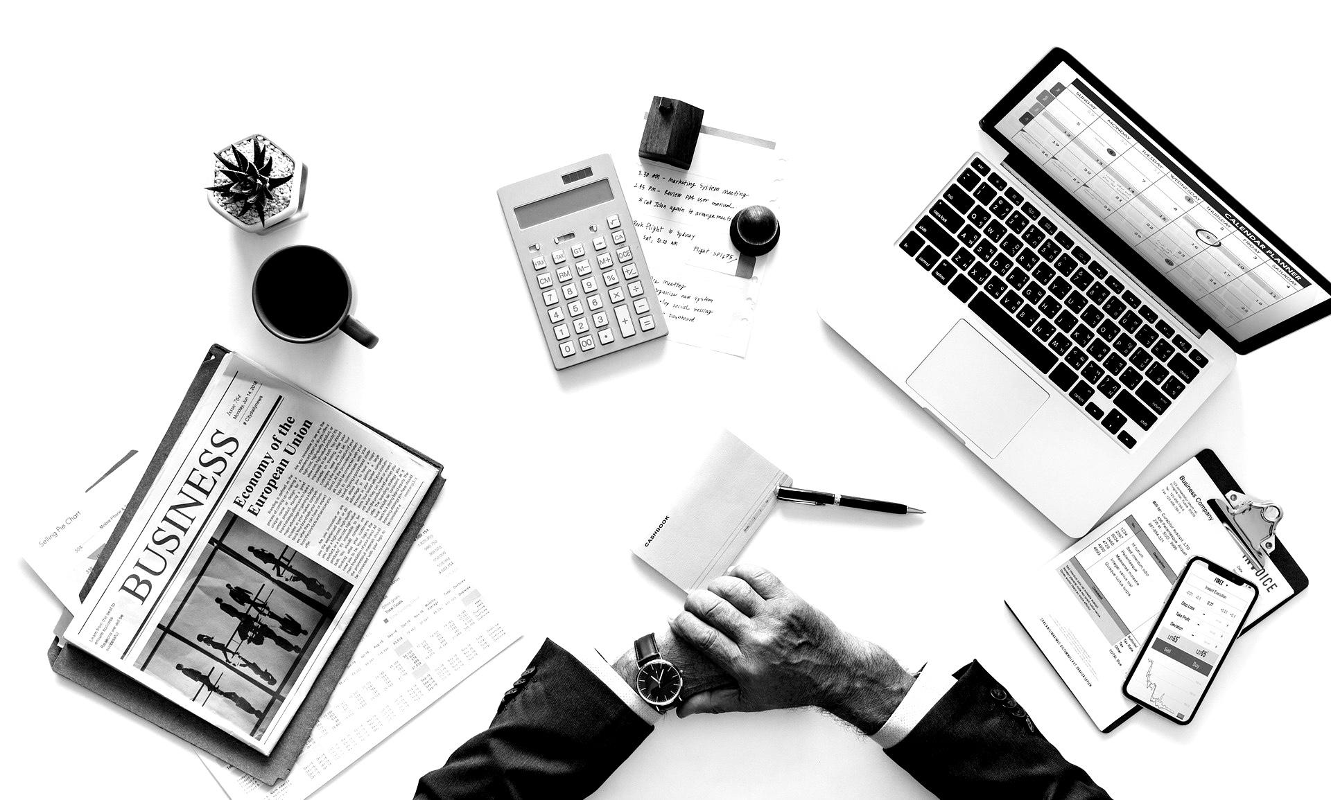 registro horario empresario descontar salario multar empleado retraso